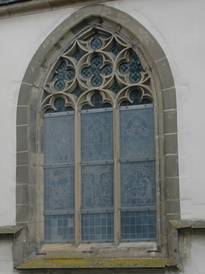 The protective glazing of the local Lutheran parish church in Bad Wimpfen in its previous condition.