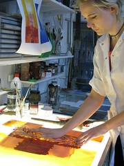 Petra Ullrich, glass painter and Dipl.-Rest. (FH) with the implementation of the draft